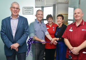 The official opening party are joined by Donald Cairnduff and Fred McDermott (Transplant Co-ordinator)